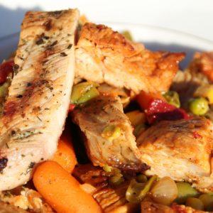 Leckere Grillpfanne mit Hähnchen und Gemüse