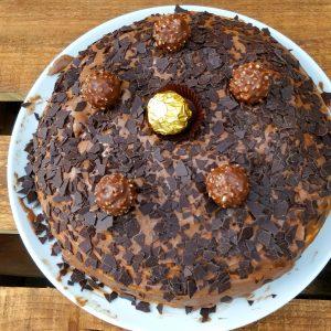 Ferrero Rocher Torte mit Nussbiskuit